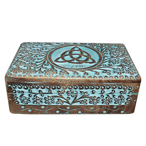 Vrinda de madera tallada a mano caja de Triquetra 8pulgadas x 5pulgadas.