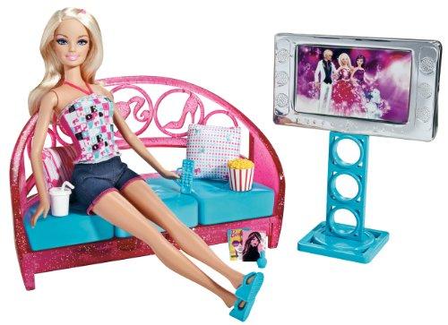 Mattel T9080 - Barbie arredamenti, Bambola con divano e televisore