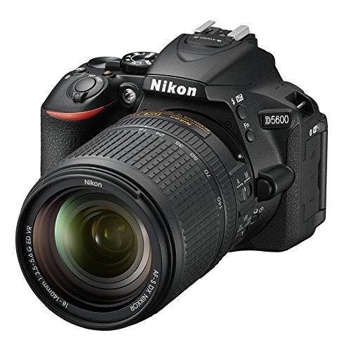 Nikon D5600 + AF-S DX NIKKOR 18-140 mm VR, Fotocamera Reflex Digitale, 24.2 Megapixel, LCD Touchscreen 3', Bluetooth, SD 8 GB 300x Premium Lexar, Nero [Nital Card: 4 Anni di Garanzia]