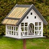 VOSS.garden Vogelhaus Lindau, Fachwerkstil, praktische Reinigungsöffnung, Dach mit doppelter Reetlage, Vogelfutterstation Futterhaus Futterplatz