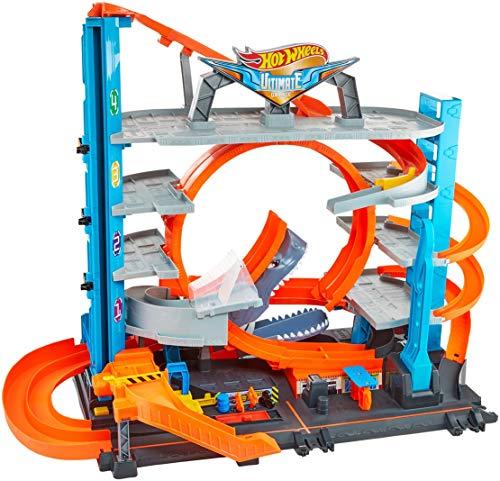 Hot Wheels - Garage delle Acrobazie Playset con Pista Connettibile per Macchinine, Loop a Doppia Corsia, Ascensore e Squalo per Stimolare Fantasia, Giocattolo per Bambini, dai 5 + Anni, FTB69