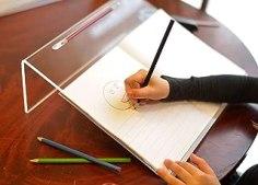 Playlearn Surface inclinée ergonomique transparente en acrylique pour écrire et dessiner, de grande taille pour une meilleure posture, avec un angle de 20°, surface antidérapante avec porte-stylo