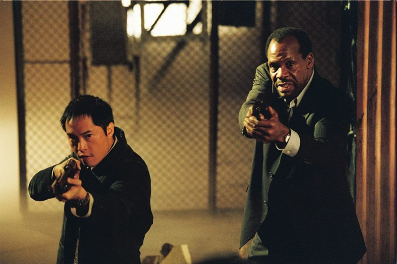 Danny Glover and Ken Leung in Saw (2004)
