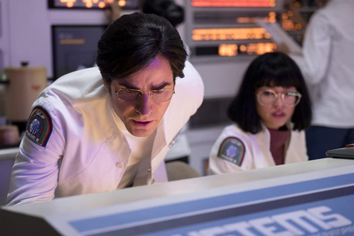 Justin Theroux and Sonoya Mizuno in Maniac (2018)