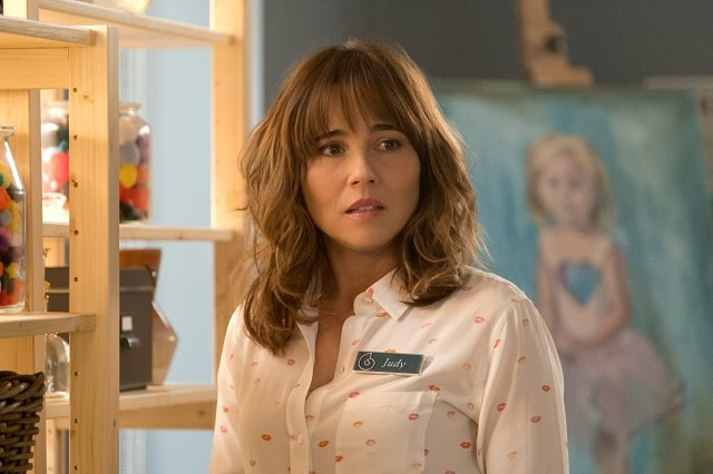 Linda Cardellini in Dead to Me (2019)