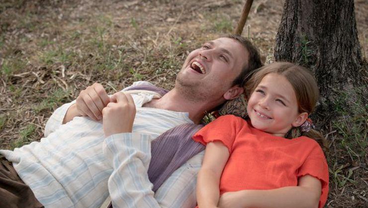 ميمو (آراس) وابنته في فيلم معجزة في الزنزانة 7