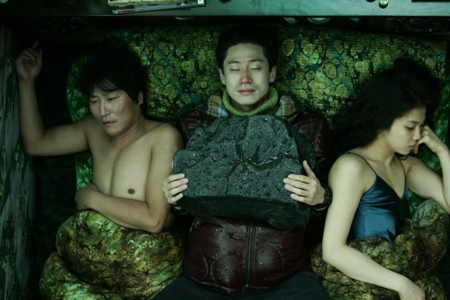 Ha-kyun Shin, Kang-ho Song, and Ok-bin Kim in Bakjwi (2009)