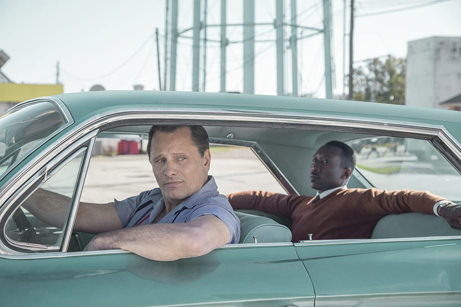 Viggo Mortensen and Mahershala Ali / Green Book / Universal Pictures. © 2018. All rights reserved.
