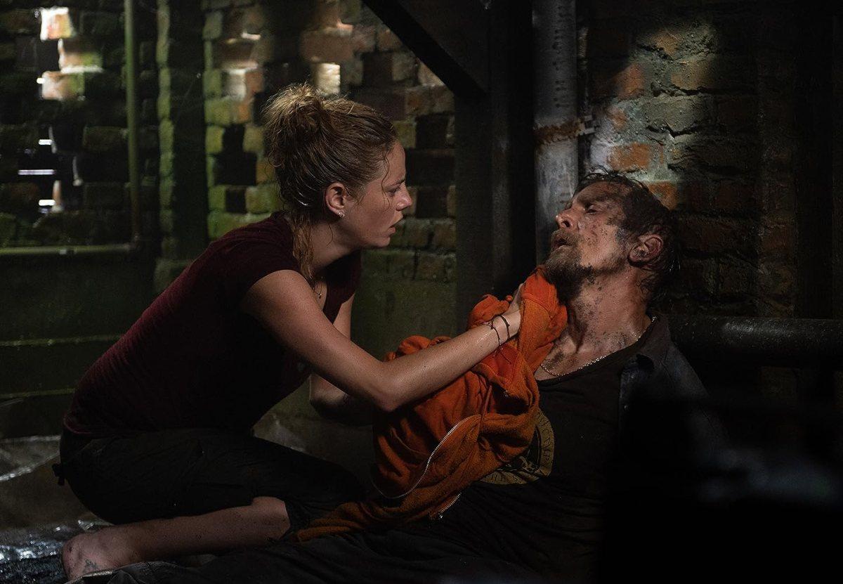 Barry Pepper and Kaya Scodelario in Crawl (2019)