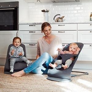 O design leve torna mais fácil ter sempre um bebê perto de você - esteja você preparando o jantar
