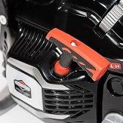 Az 500C fűrész hatékony, tartós és megbízható kétütemű motorral van felszerelve