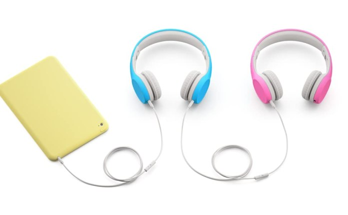 Blue and Pink Connect+ Volume Limited Wired Headphones feature SharePort to connect multiple devices