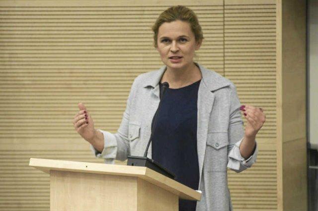 Barbara Nowacka ma szansę stać się nową twarzą lewicy, ale musi wzmocnić swój wizerunek jako politycznego lidera.