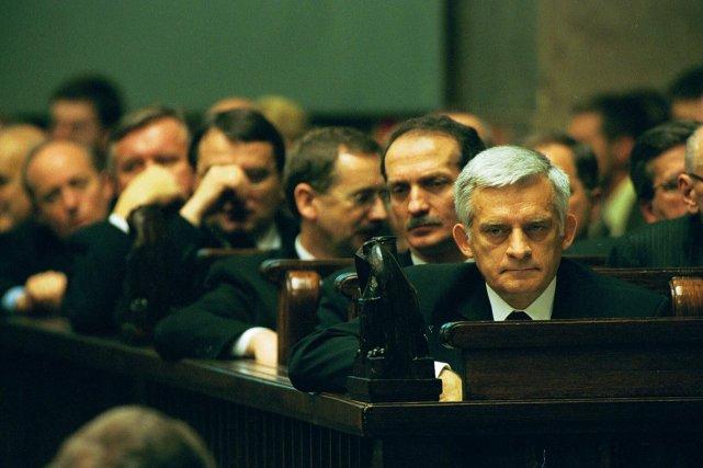 Premier Jerzy Buzek w 2001 r.