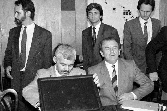 Andrzej Gąsiorowski, twórca Art-B ocenia, że to ówczesny premier Jan Krzysztof Bielecki doprowadził do zniszczenia firmy, którą stworzył z Bogusławem Bagsikiem.