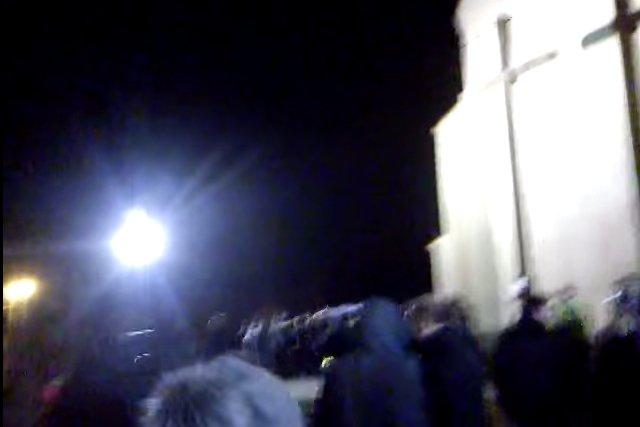 Protest przed kościołem w Gowarczowie