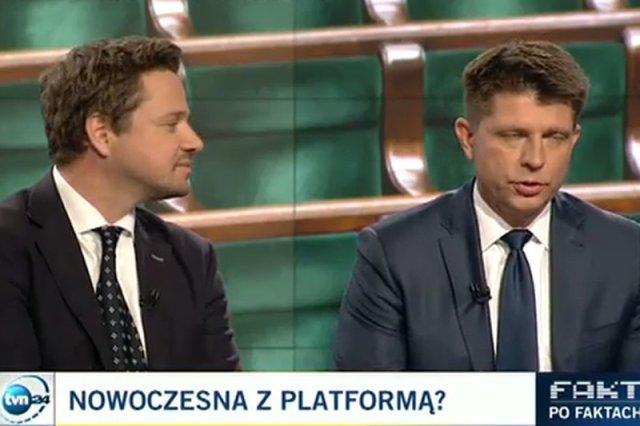 Rafał Trzaskowski i Ryszard Petru dyskutują w studiu TVN24.