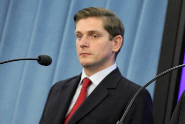 Poseł PiS Bartosz Kownacki przestrzega, że Bronisław Komorowski powinien odejść z Pałacu Prezydenckiego jak najszybciej. Jeszcze przed 6 sierpnia.
