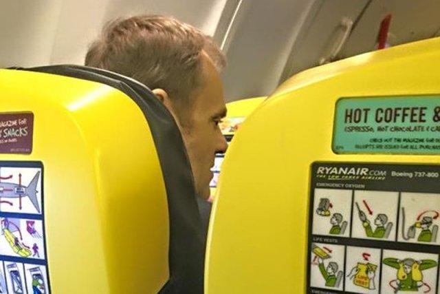 Donald Tusk na pokładzie Ryanaira. Dobry przykład czy populizm?