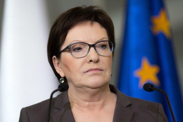 Premier Kopacz twierdzi, że Beata Szydło powinna zająć się pracą, a nie apelami.