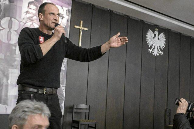 Im lepszy wynik sondażowy zyskuje Paweł Kukiz, tym bardziej atakowany jest przez polityków Prawa i Sprawiedliwości.