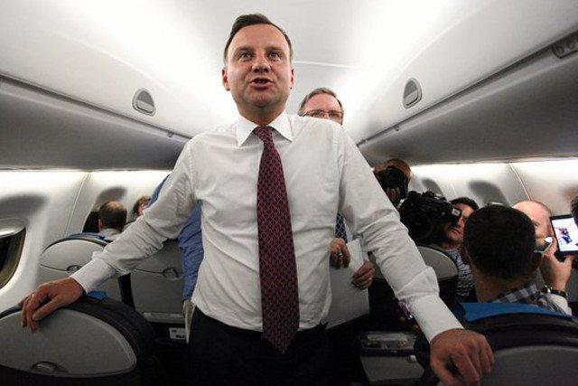 Andrzej Duda służbowo latał do Poznania wykładać na prywatnej uczelni.