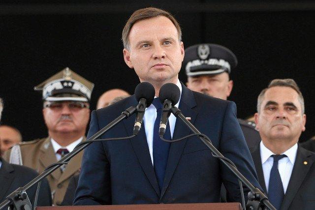 Pierwszy okres prezydentury Andrzeja Dudy dobrze oceniło 33 procent ankietowanych CBOS