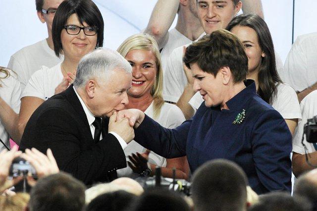 """W PiS mówią, że prawdziwe relacje między Beatą Szydło a Jarosławem Kaczyńskim są """"toksyczne""""."""