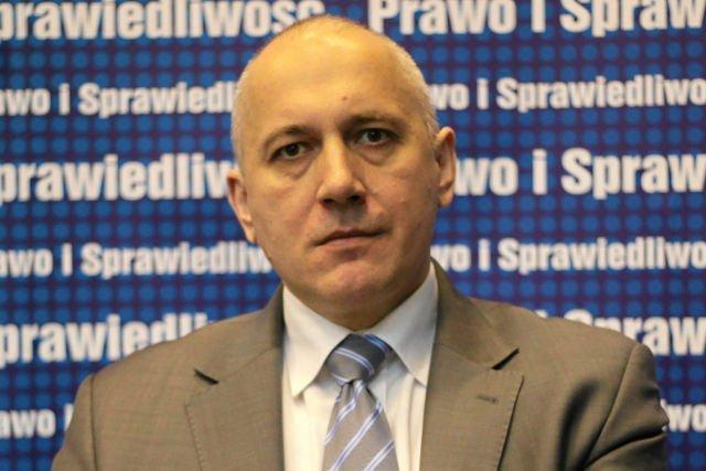 Joachim Brudzińki krytykuje Pawła Kukiza: Obiecuje, że nie będzie niczego, jak Kononowicz.