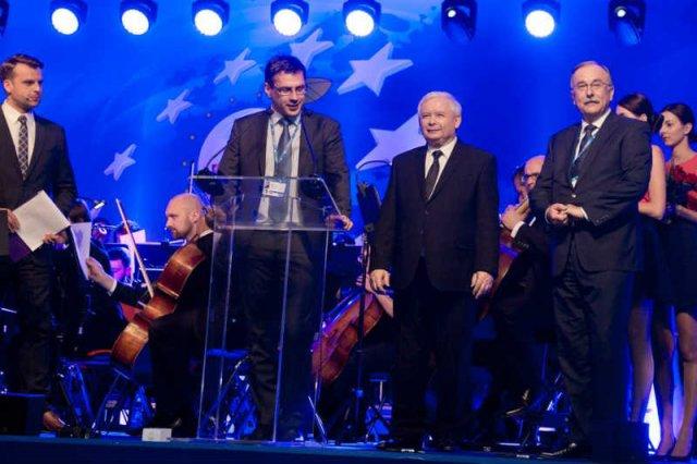 Nagroda Człowiek Roku Forum Ekonomicznego w Krynicy budzi kontrowersje.
