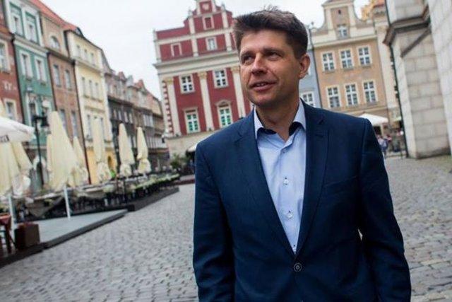 Ryszard Petru krytykuję Beatę Szydło za nieodpowiedzialne wypowiedzi w sprawie kryzysu greckiego.