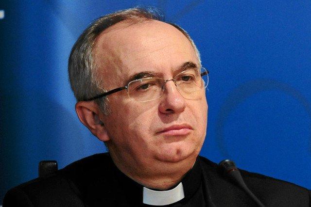 Rzecznik Konferencji Episkopatu Polski ks. Józef Kloch krytycznie skomentował decyzję prezydenta Bronisława Komorowskiego o zakończeniu procesu ratyfikacyjnego tzw. konwencji antyprzemocowej.