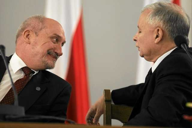 Szefowie PiS, Jarosław Kaczyński i Antoni Macierewicz byli najważniejszymi gośćmi wykładu w Instytucie im. Lecha Kaczyńskiego.
