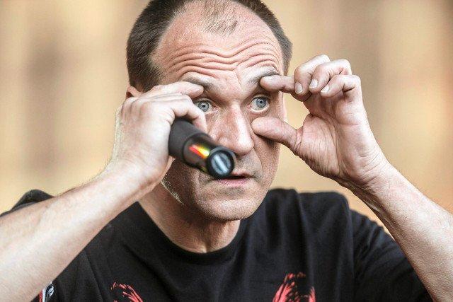 """Nieistniejący formalnie ruch Pawła Kukiza zdobywa pierwsze miejsce w sondażu partyjnym dla """"Rzeczpospolitej""""."""