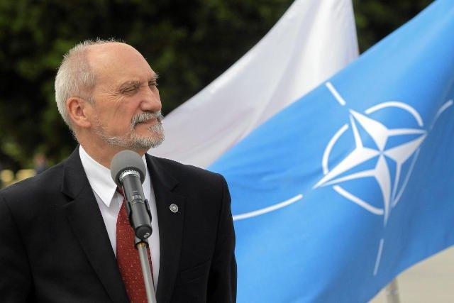Minister Macierewicz chce zaangażować polskie wojsko w walkę z Państwem Islamskim. Czeka na zgodę prezydenta.