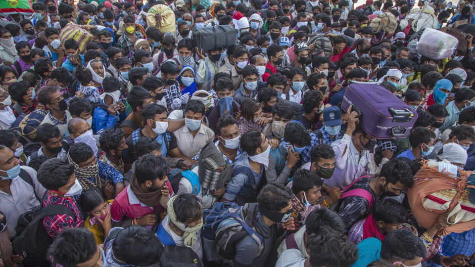 Can't stop or monitor movement of migrant workers on roads, says SC