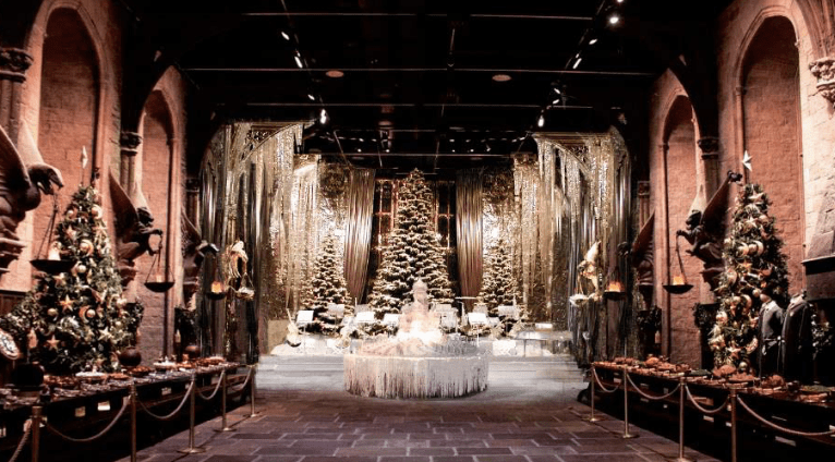 Hogwarts Great Hall Is Hosting A Massive Christmas Dinner