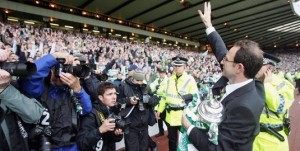 Martin O'Neill waves goodbye to Celtic fans after 2005 Scottish Cup Final