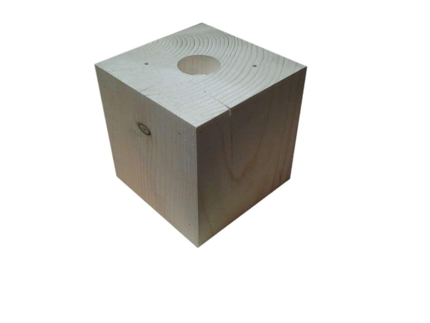 Cube En Bois Sapin 8x8x8 Cm Perce D Un Trou 40 Mm Leroy Merlin