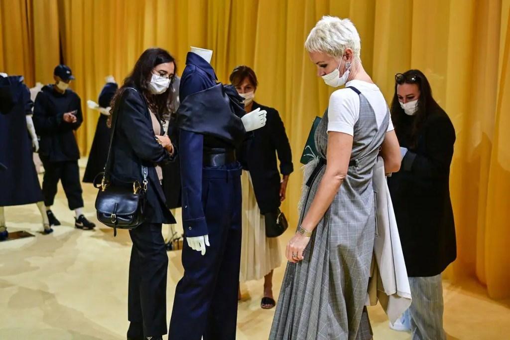 Fashion Week: Paris renoue avec les défilés en dépit de la COVID