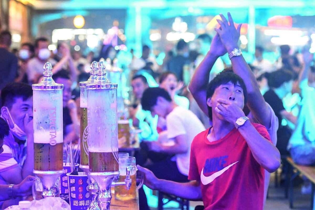 Chine : une fête de la bière presque normale malgré la COVID