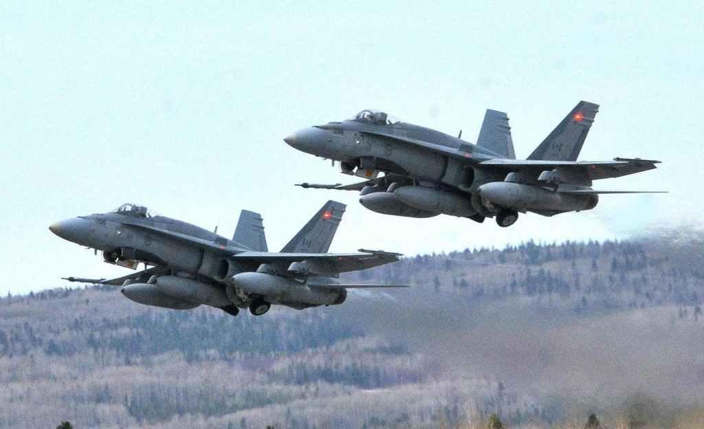 Remplacement des CF-18: Ottawa fait un pas de plus