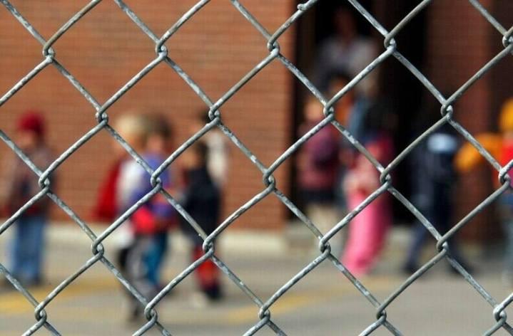 Des camionnettes wifi pour l'école à distance des enfants défavorisés