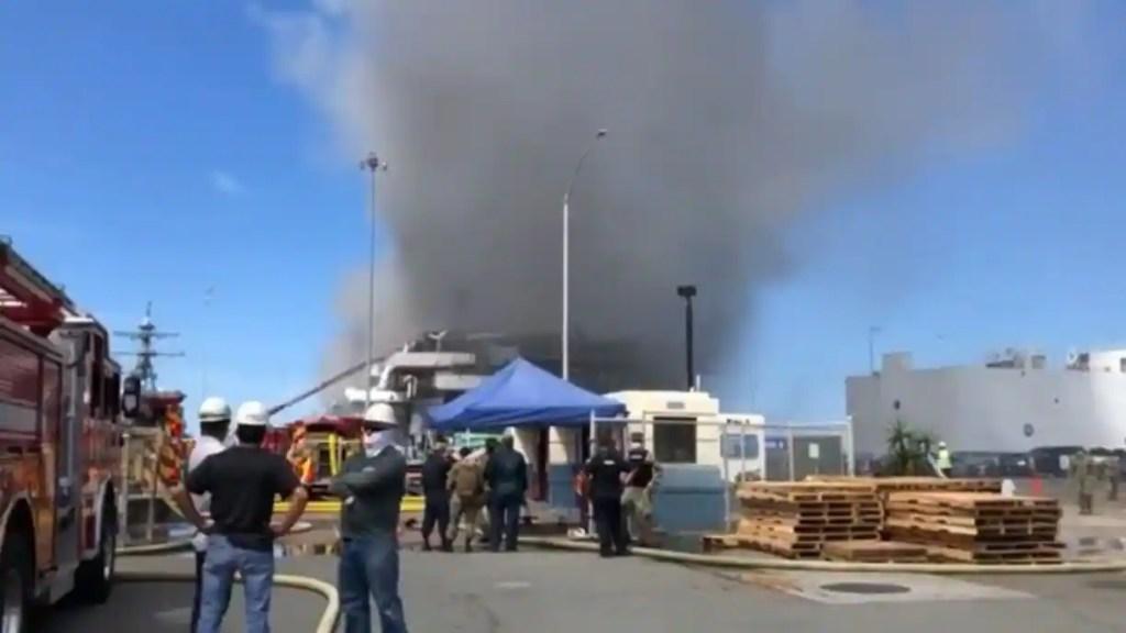 Incendie à bord d'un navire militaire en Californie
