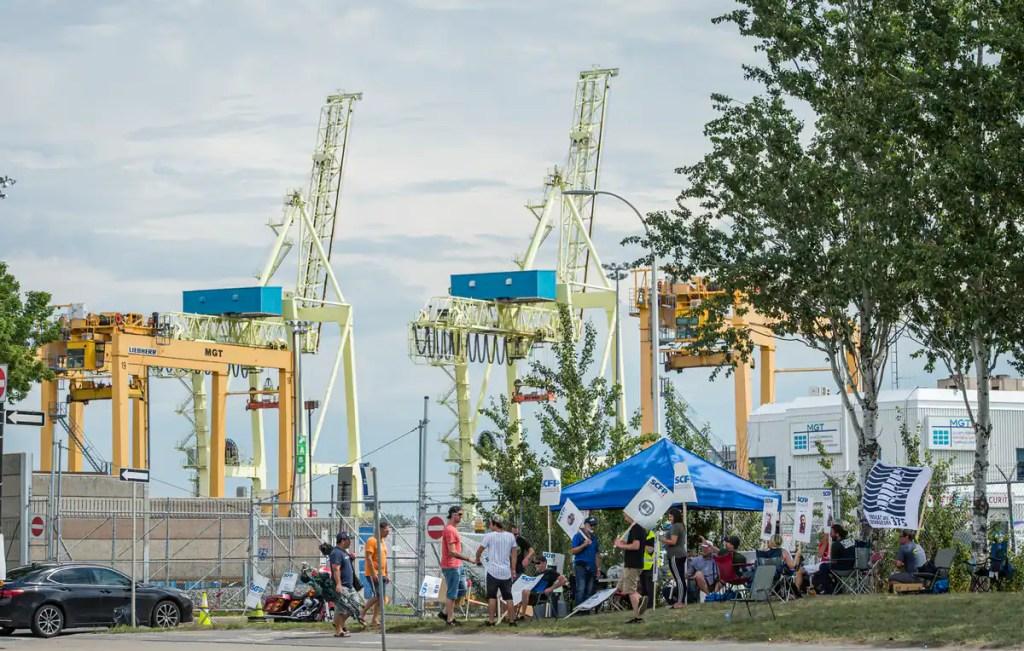 Début de la grève générale illimitée au port de Montréal
