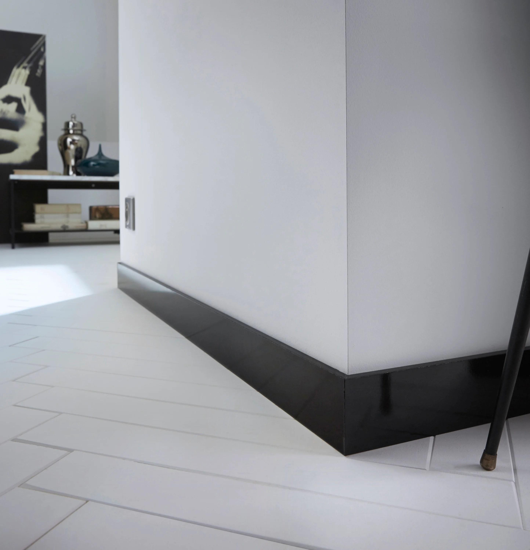 Plinthe Medium Mdf Droite Revetu Melamine Noir Brillant 10 X 70 Mm L 2 2 M Leroy Merlin