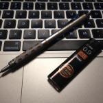 0.9mmなど芯の太いシャープペンシルは書いてて疲れません。