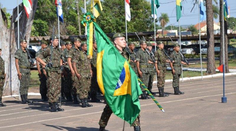 3ª Bateria de Artilharia Antiaérea de Três Lagoas realiza solenidade em comemoração ao Dia da Bandeira