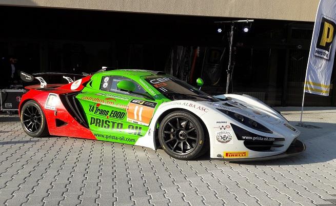 С този R1 GT4 българският състезателен екип на Sin Cars засрамват едни от най-големите производители на състезателни автомобили в света, като през миналата година екипът завърши на трето място в Европейските серии GT4, клас АМ.