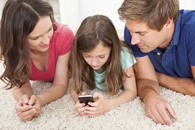 子供にスマホを持たせる時期!安全に使うためには、なにが必要?